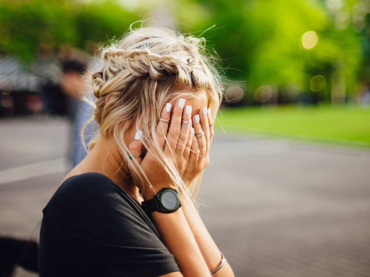 Teen girl having headache